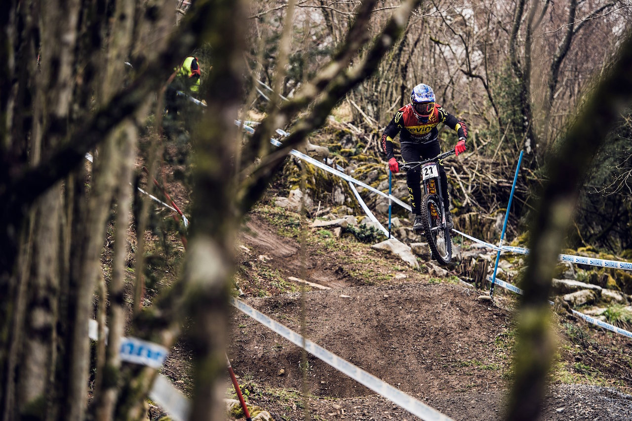 Steve Smith performs during practice at the UCI DH World Tour in Lourdes on April 8th, 2016 // Bartek Wolinski/Red Bull Content Pool // P-20160408-00365 // Usage for editorial use only // Please go to www.redbullcontentpool.com for further information. //