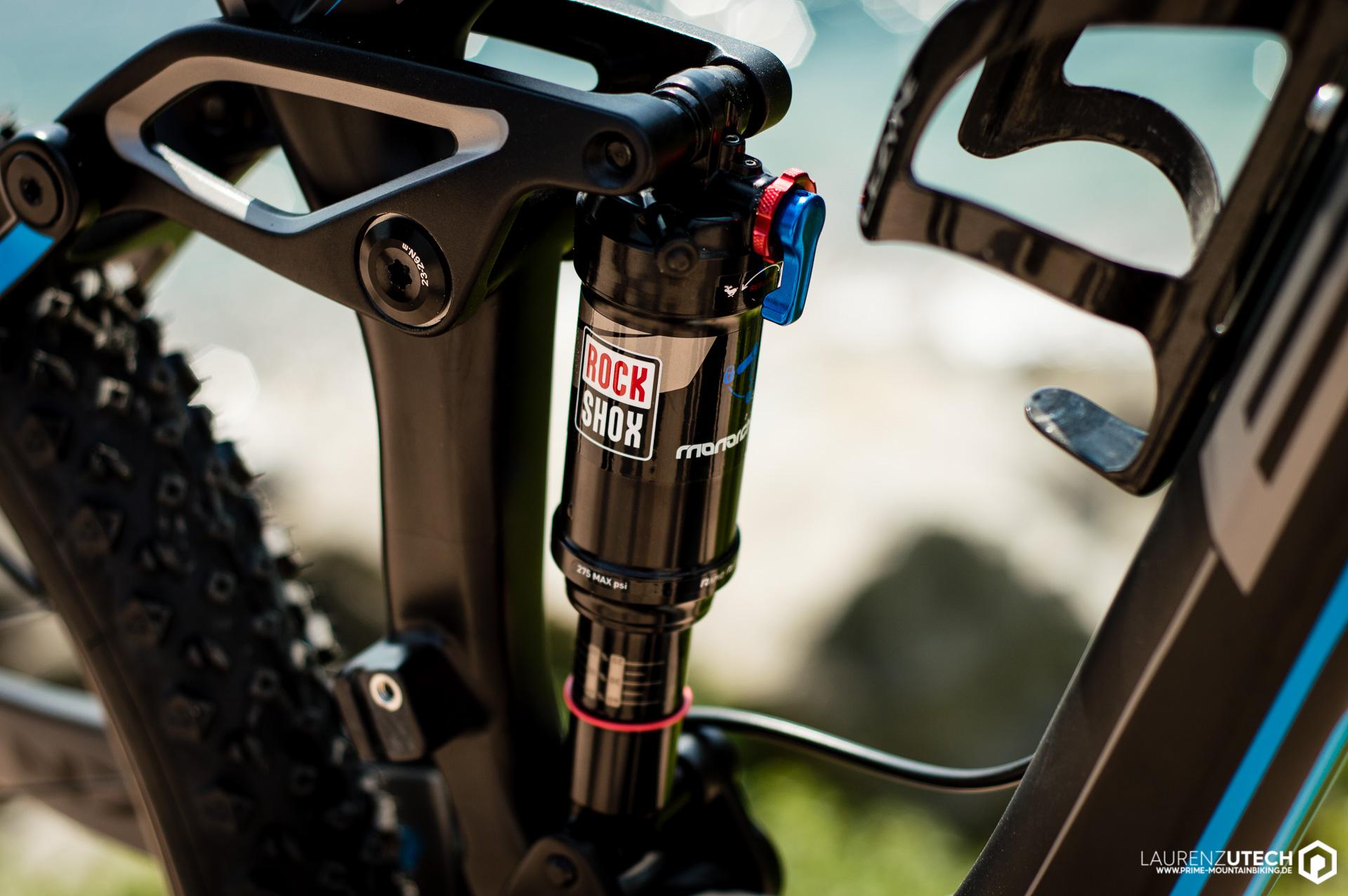 Gefedert wird der Carbon-Rahmen mit 150mm Federweg von einem RS Monarch RT Dämpfer.