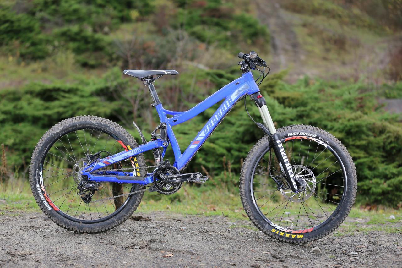 Das Propain Yuma ist das Downhillbike für den kleinen Mann / die kleine Frau.