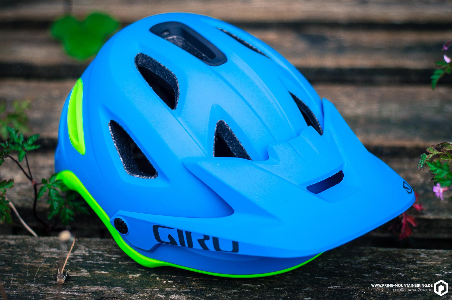 Der Giro Helm kommt in gewohnt formvollendeten Design daher.