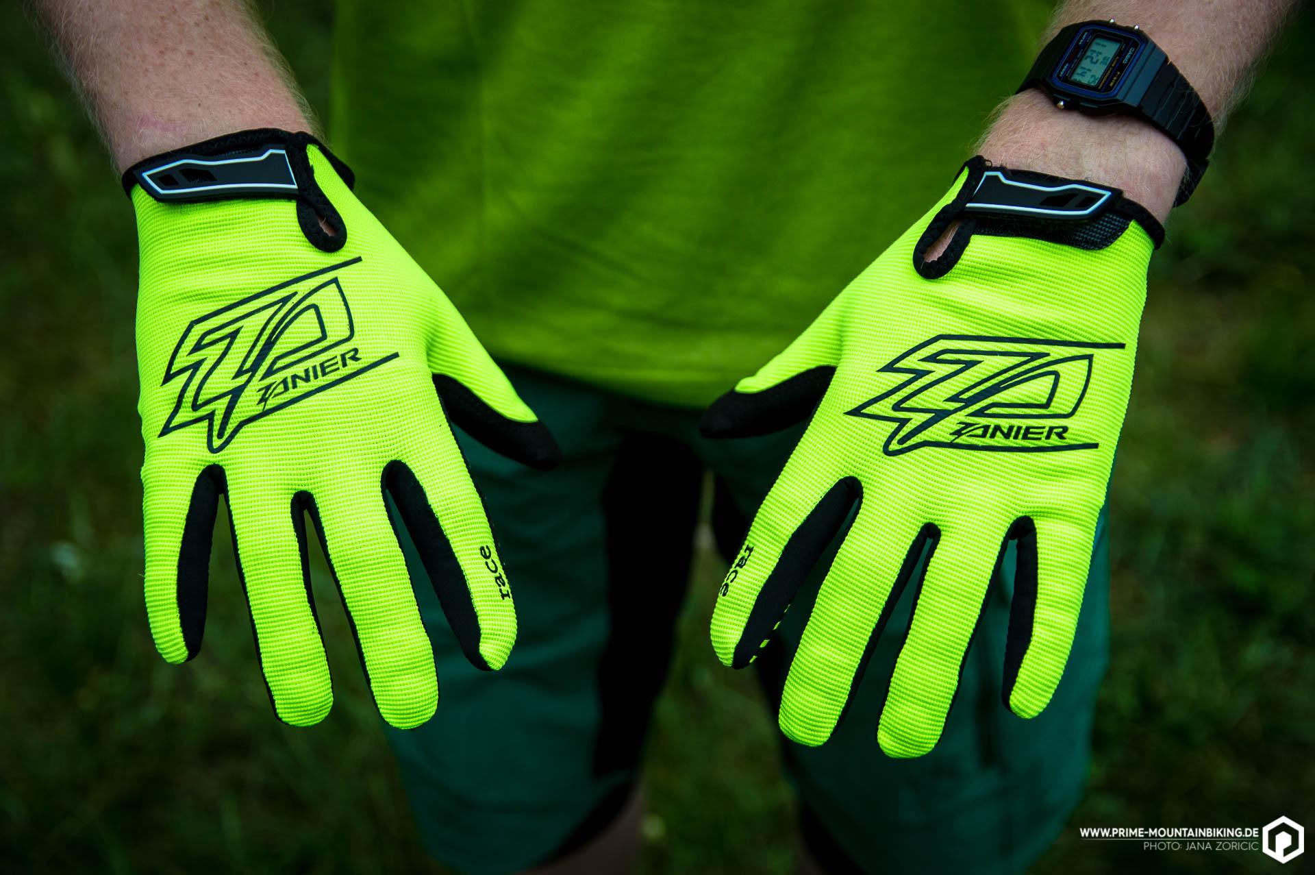 Die Handschuhe kommen vom Materialeinsatz her eher minimalistisch daher. Das Obermaterial macht einen robusten Eindruck.