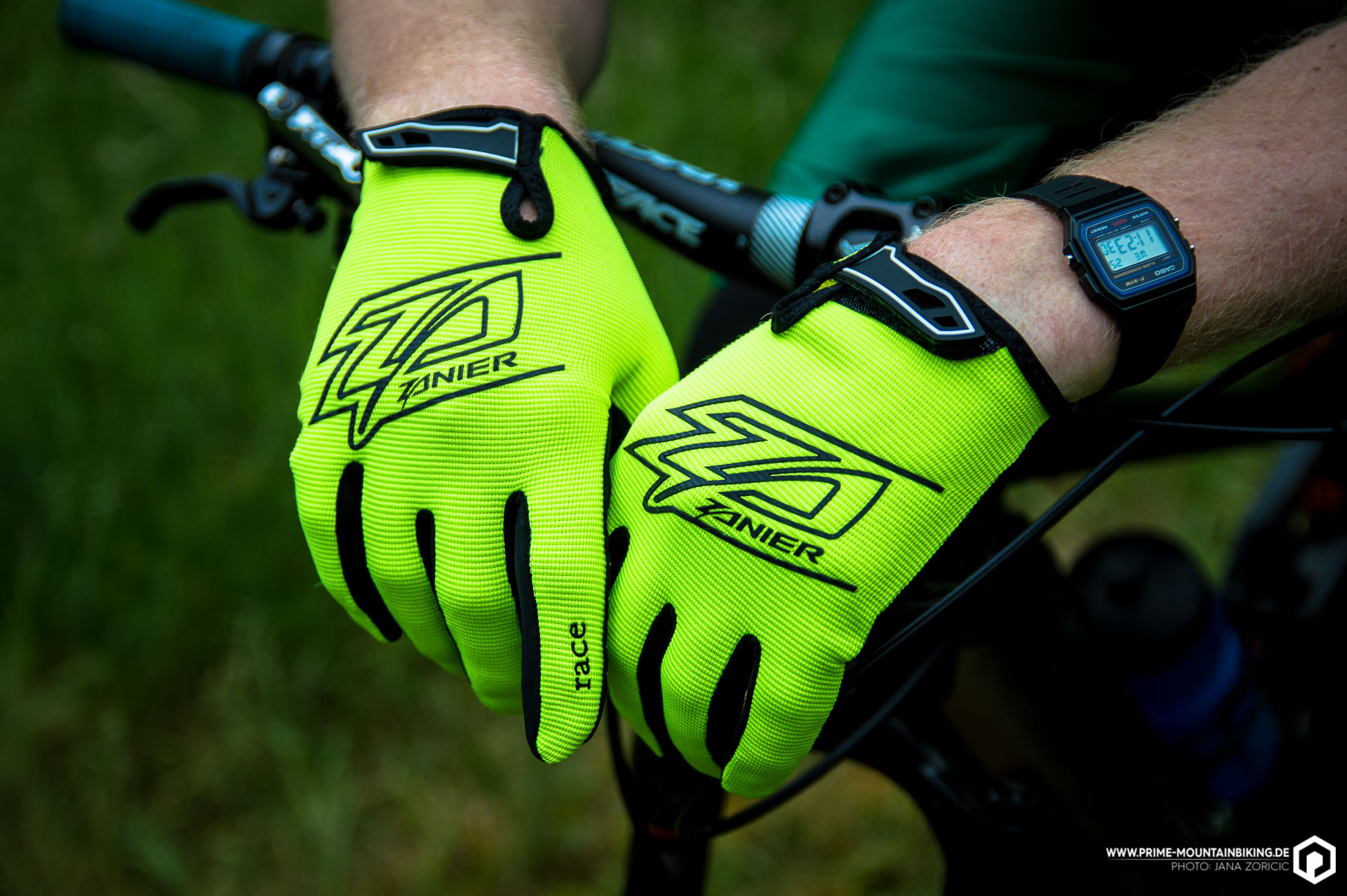 Ganz schön schnell sehen die neuen Downhill Race Handschuhe von Zanier schon mal aus!