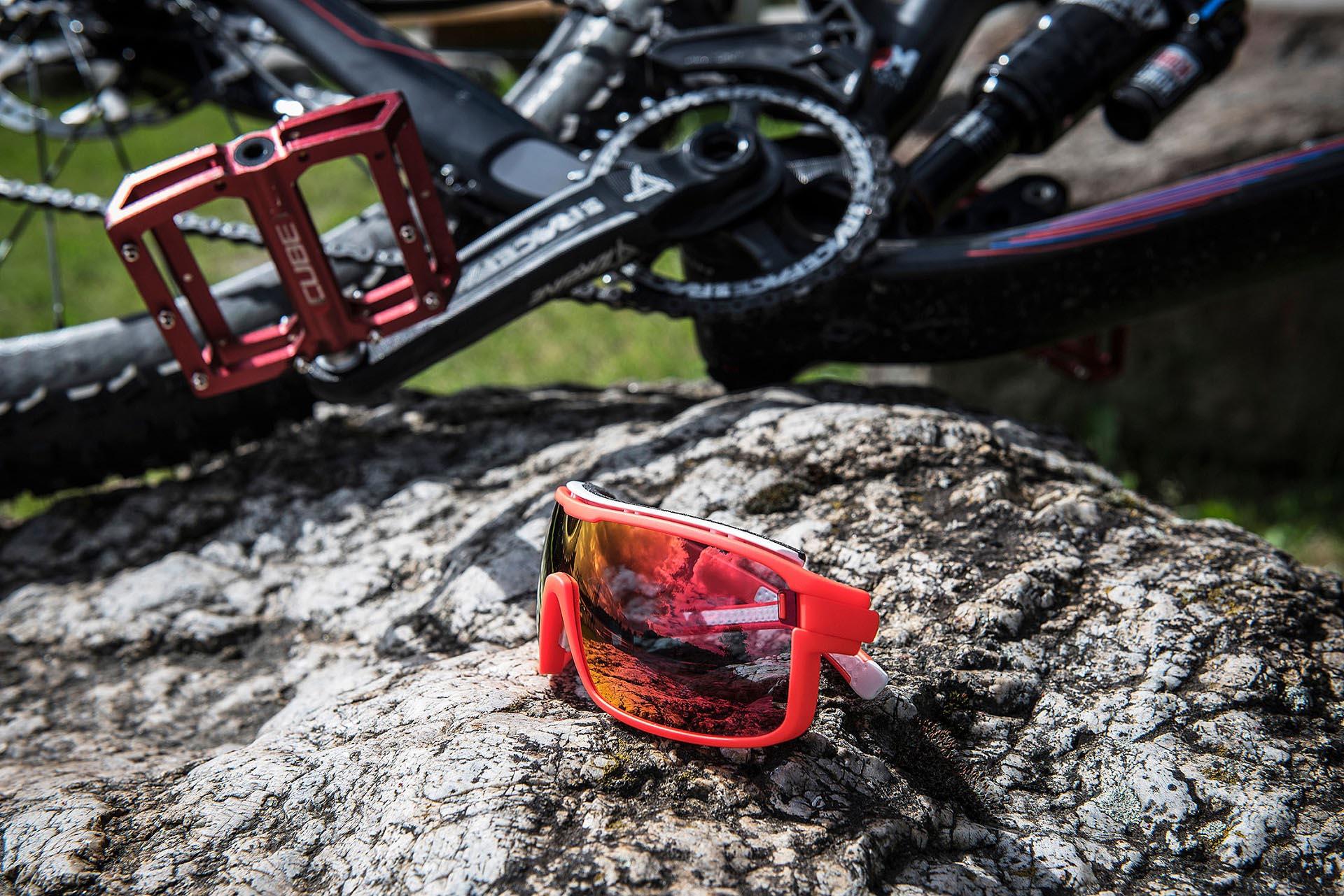 Die zonyk Brille kommt mit freshem und Freizeit tauglichem Design daher.