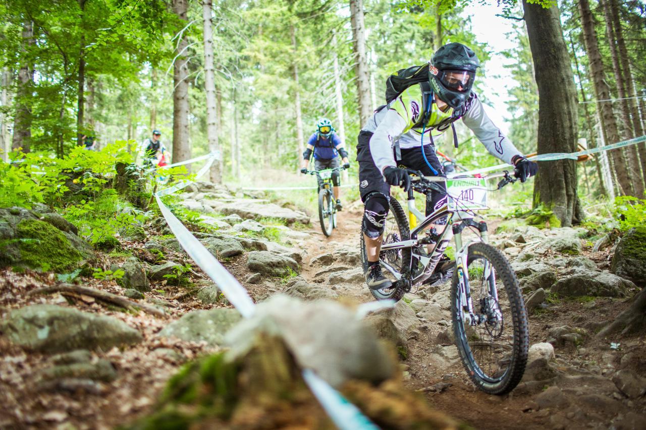 Kein Platz für Fehler ließen die verblockten Trails im Bikepark Ochsenkopf.