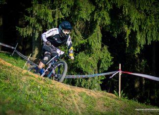 Textor, der für das Team Bulls Downhill und siet diesem Jahr auch vermehrt Enduro Rennen fährt, belegte im Prolog den 7. Rang mit 2,5 Sekunden Rückstand auf den Gewinner Johansen.