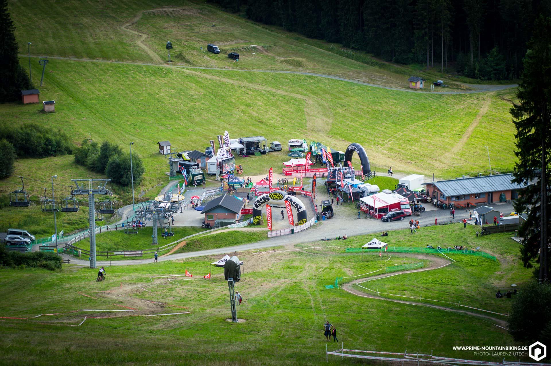 Die Event Area vor dem Prolog - wenig später sollten sich hier etliche Zuschauer und noch mehr Rennfahrer tummeln.
