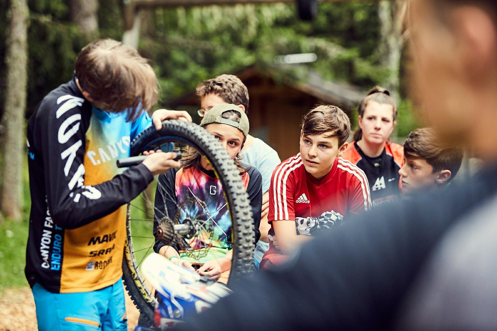 """""""Neben Bikepark-Touren, Rennvorbereitung und Enduro Training auf dem Frommestrail stand auch vielerlei andere Action auf dem Programm."""""""
