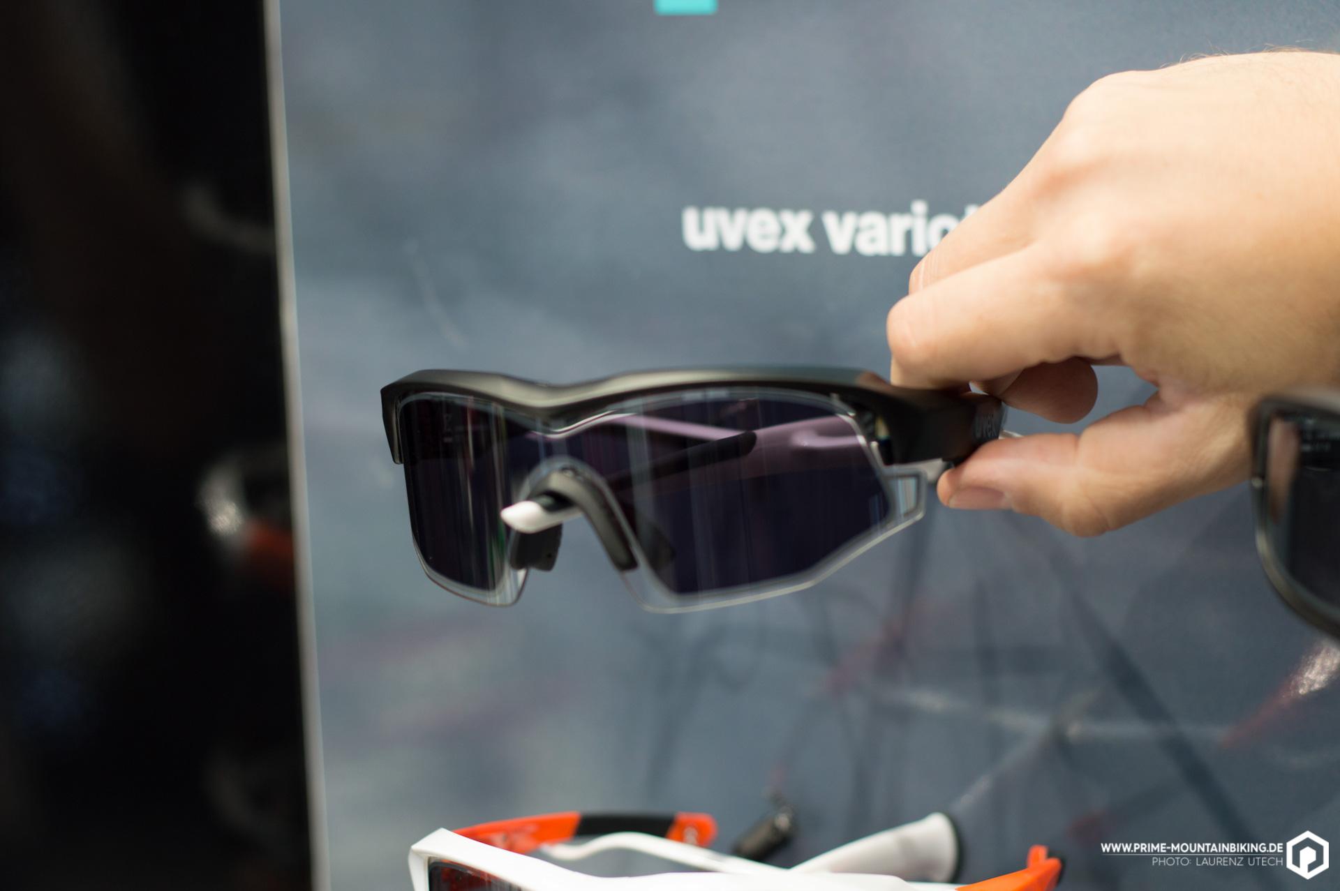Auf Knopfdruck das Sonnenlicht ein- und ausschalten, kann man mit der neuen Variotronic S Brille von Uvex. Ob das System tatsählcih so bahnbrechend funktioniert wie es scheint, werden wir in Kürze im Praxistest feststellen können - stay tuned!