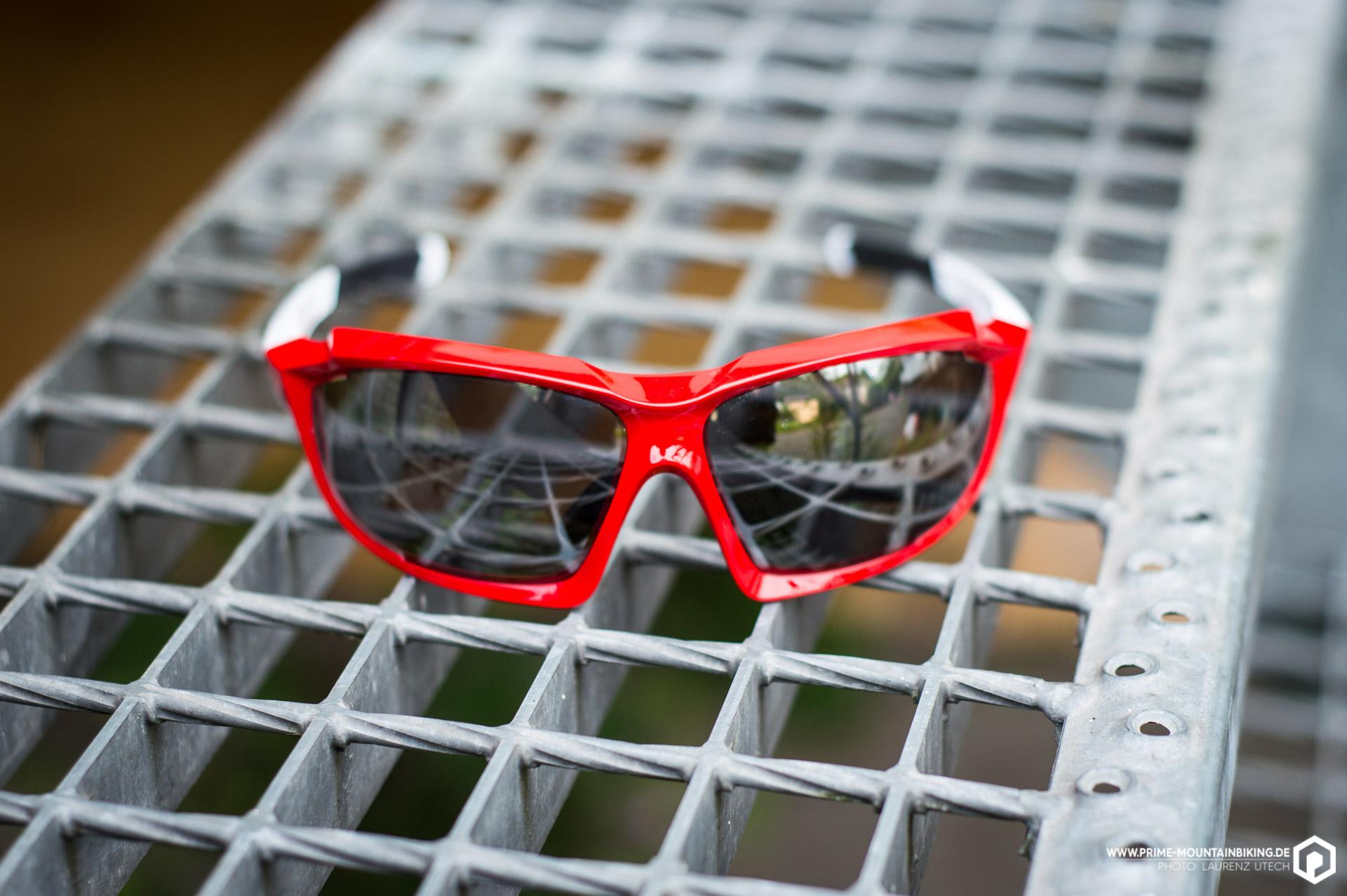 Die verspiegelten Gläser der Sportstyle 710vm sollen sich innerhalb kürzester Zeit automatisch in ihrer Tönung anpassen können.