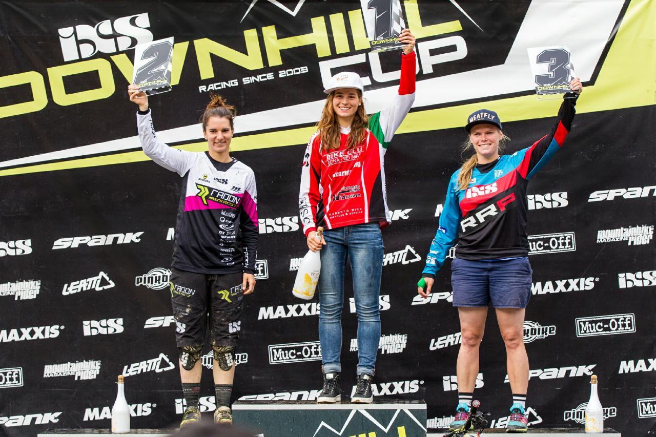 Die glücklichen Gewinnerinnen der Elite Damen.