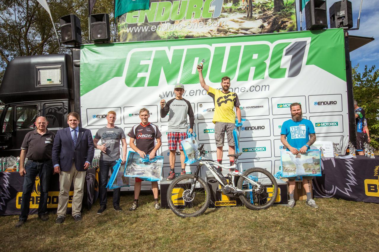 Die schnellsten sechs E-Biker in Bad Endbach minus Einen.