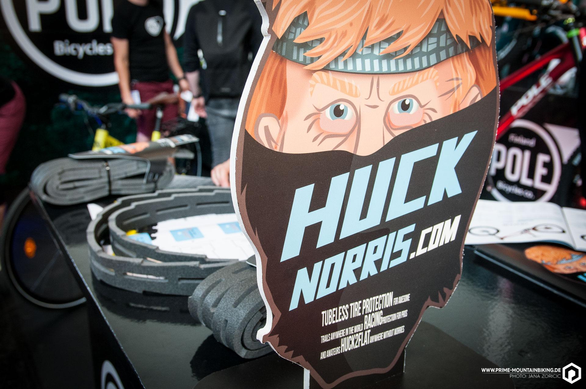 Huck mit Norris! Der Schaumstoff im Hintergrund kommt in deine Tubeless-Felge damit du so richtig die Sau raus lassen kannst.