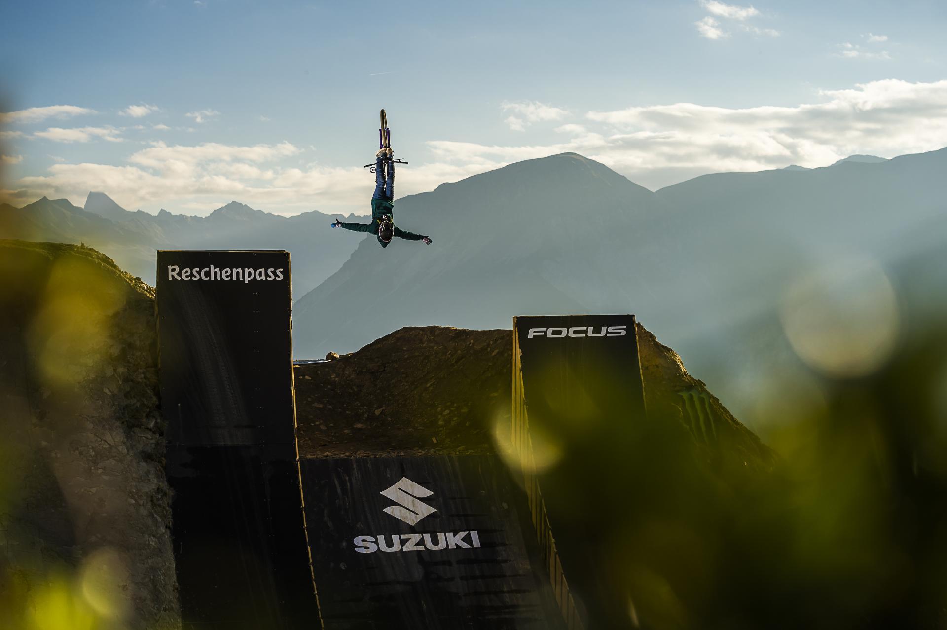 Jesus Christ! Diego Caverzasi mit einem Suicide No-Hander Flip!