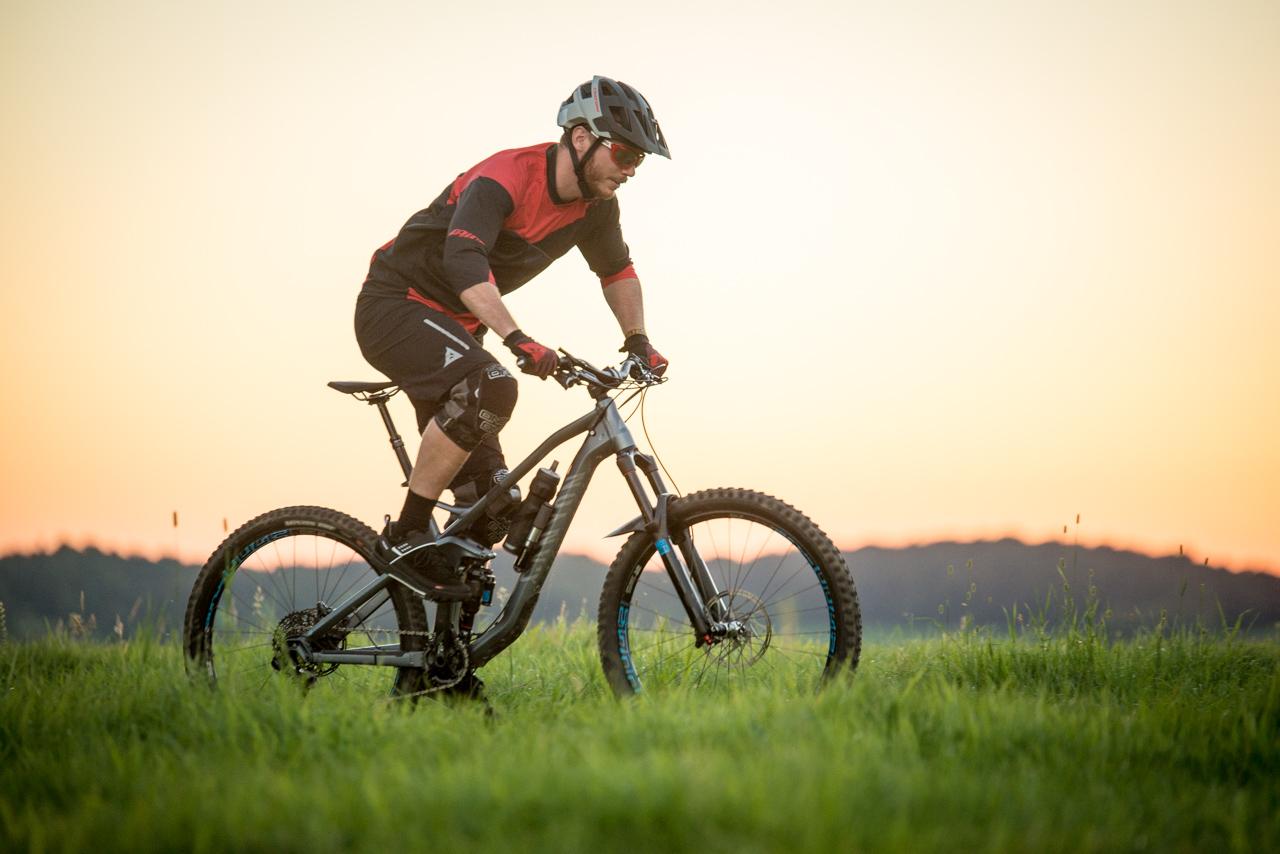 Der Moab Low AM von Vaude richtet sich, wie der Name schon vermuten lässt, an Trailbiker, die mit Flats unterwegs sind.