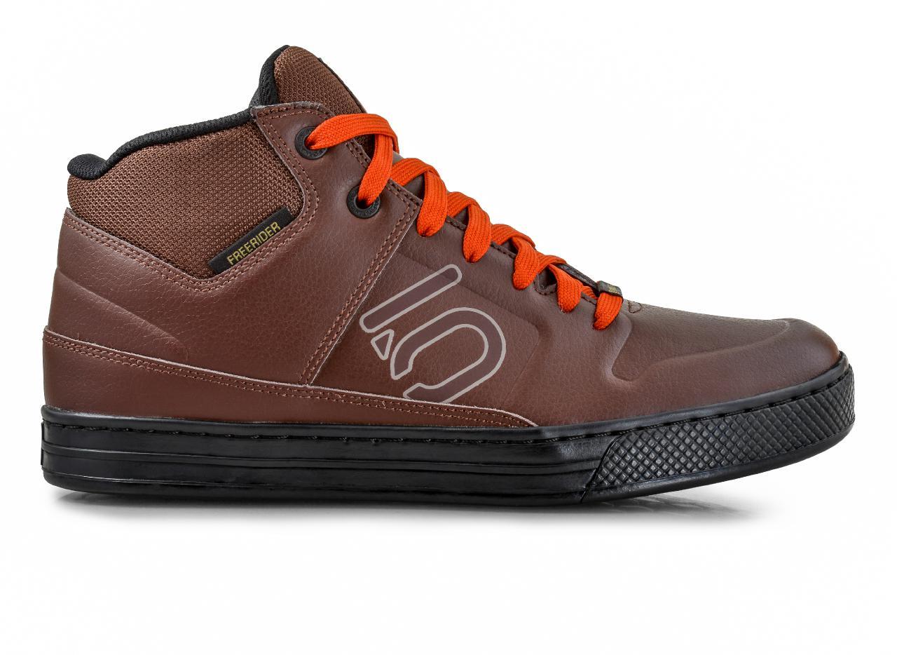 Der Five Ten Freerider EPS soll mit seiner Primaloft Isolierung deine Füße auch noch warm halten sobald der erste Schnee auf den Trails liegt.