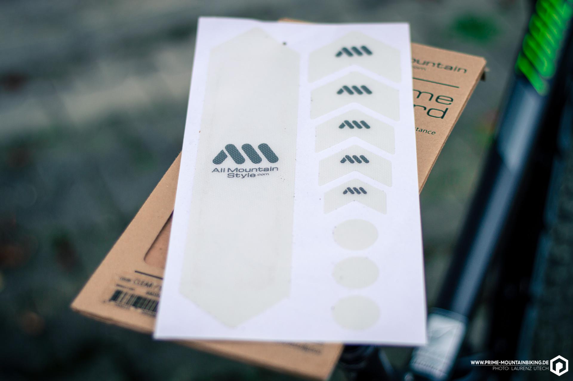Das Honeycomb Frame Guard Set umfasst neun Sticker, die entsprechend ihrer Größe an den unterschiedlichsten Stellen am Rahmen angebracht werden können.