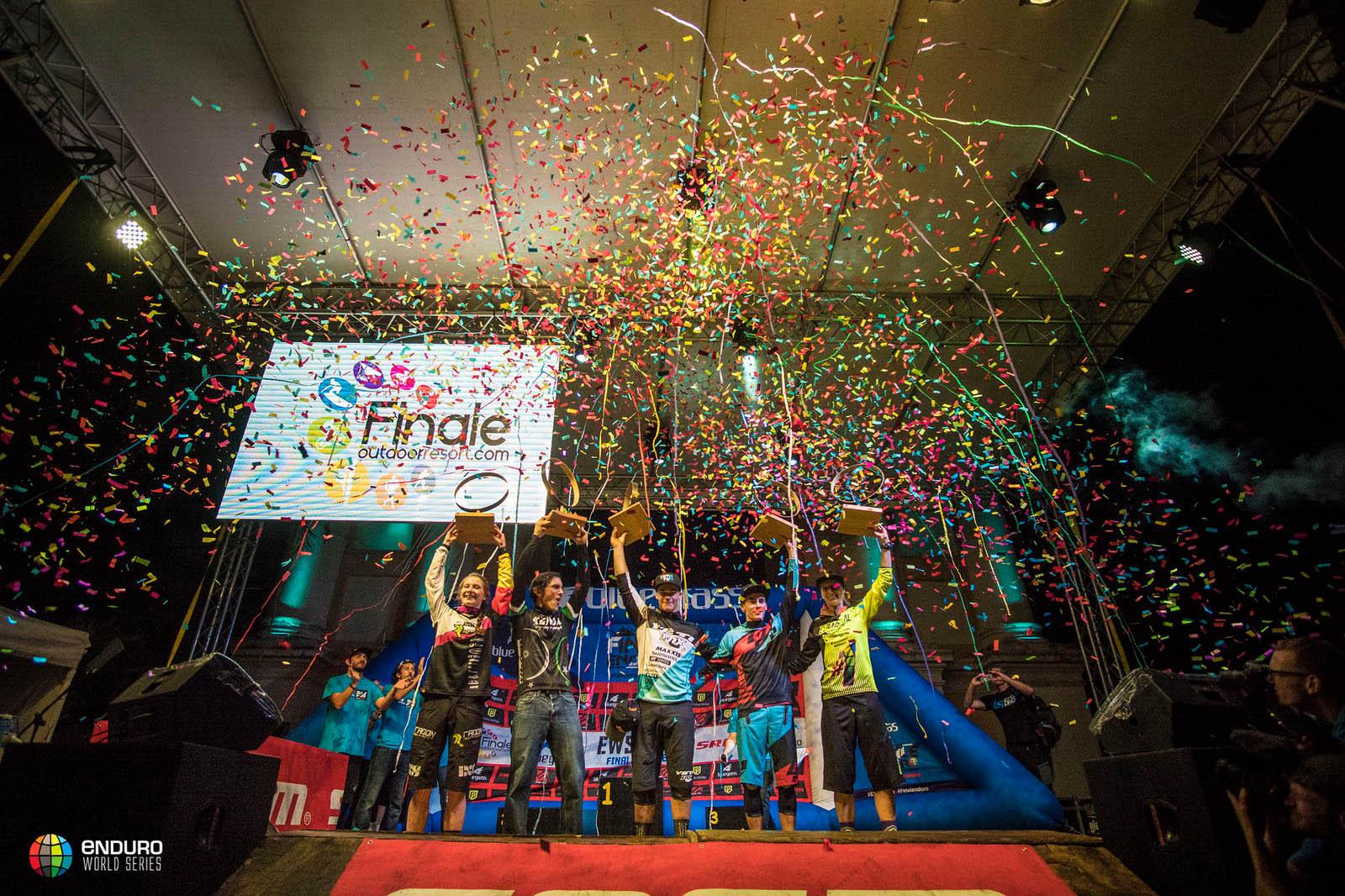 Das sind die stolzen Gesamtsieger der Enduro World Series 2016!