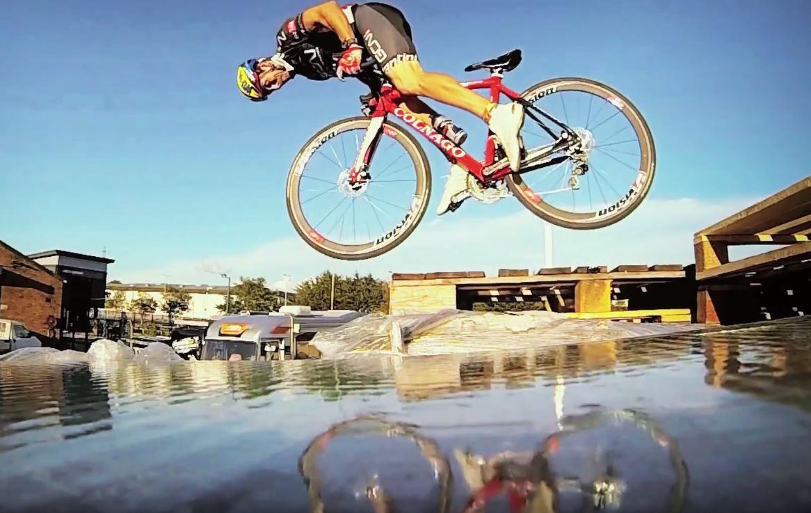 Eines von Martyn Ashton's erfolgreichsten Projekten war das Road Bike Party Video.
