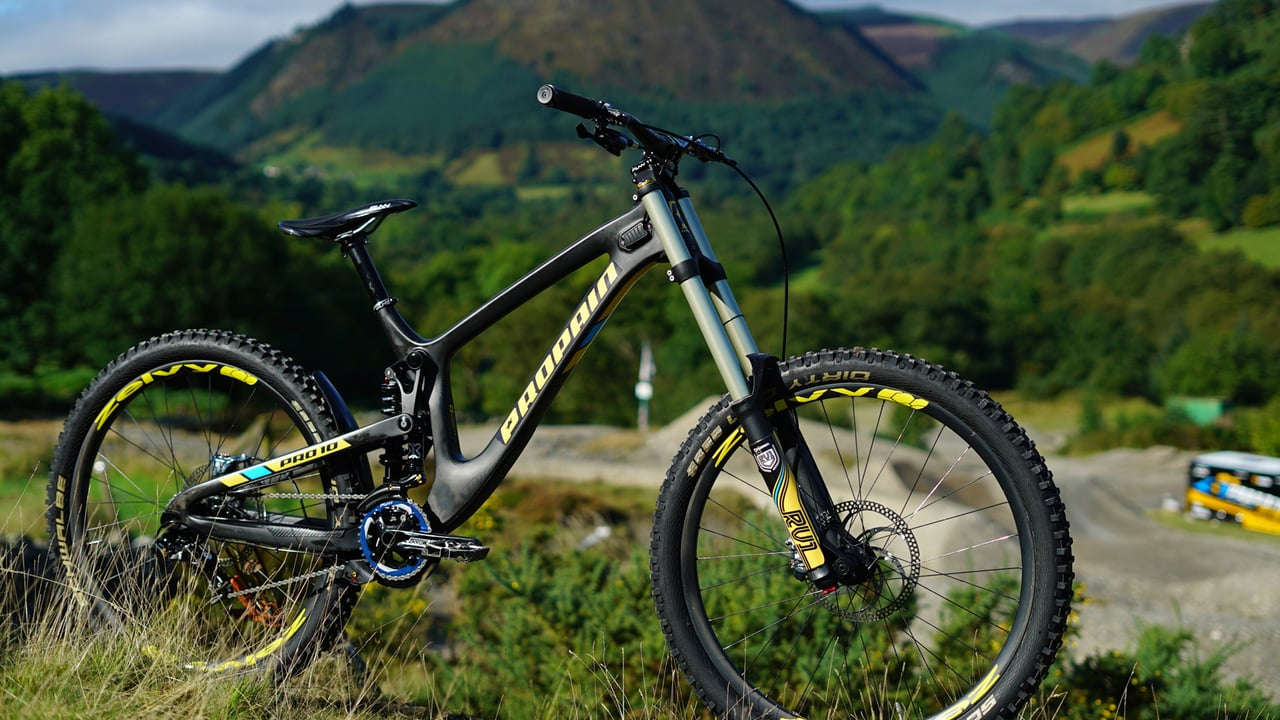 Ready to shred: Das Propain CF von Worldcup Fahrer Phil Atwill.