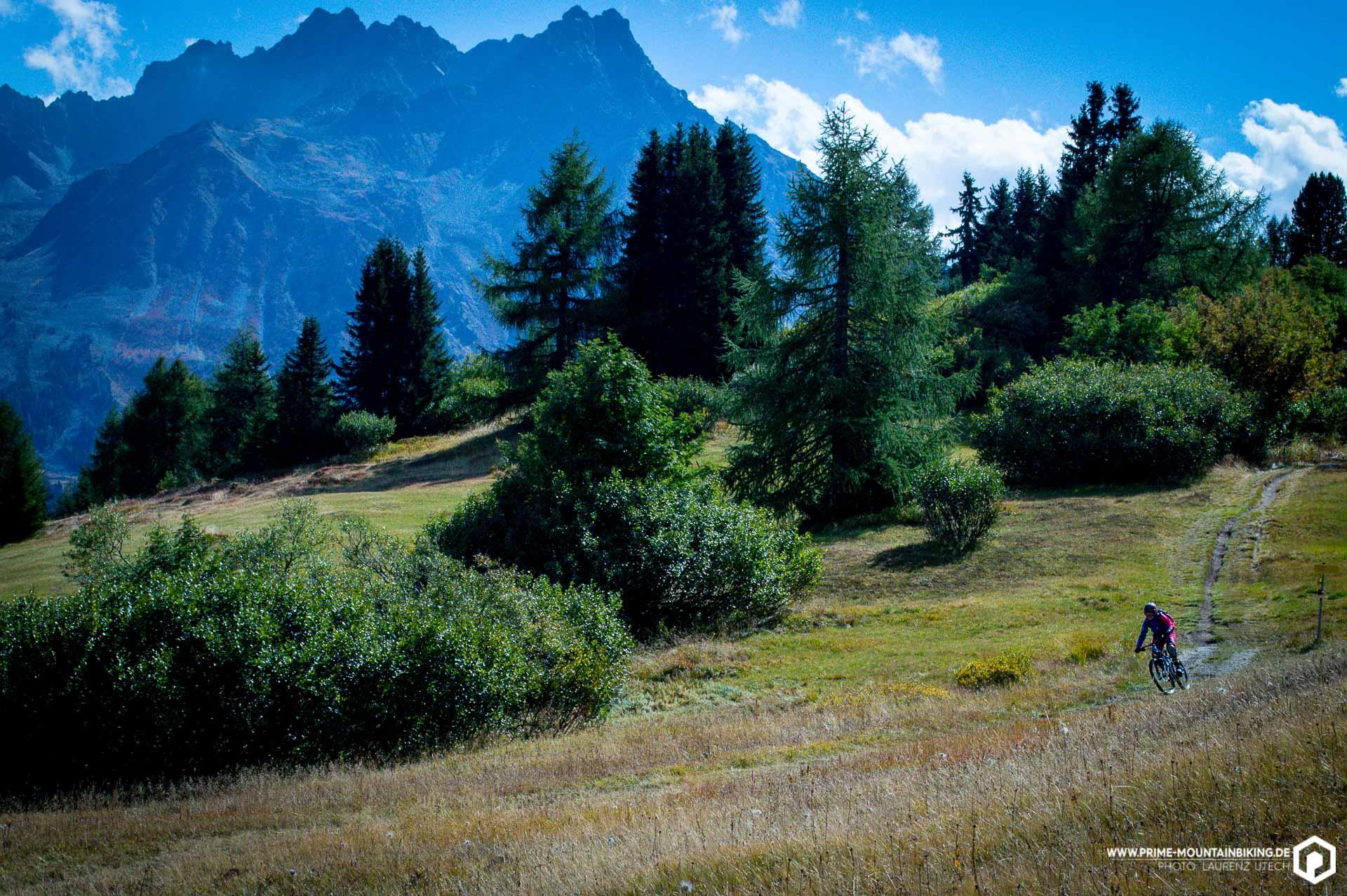Die 3-Länder Enduro Trails sind der Traum eines jeden Mountainbikers: Angelegte Trails mit naturbelassenem Charakter, endlos lang und für alle Könnensstufen ist das richtige dabei. Ach und das Panorama stimmt auch!