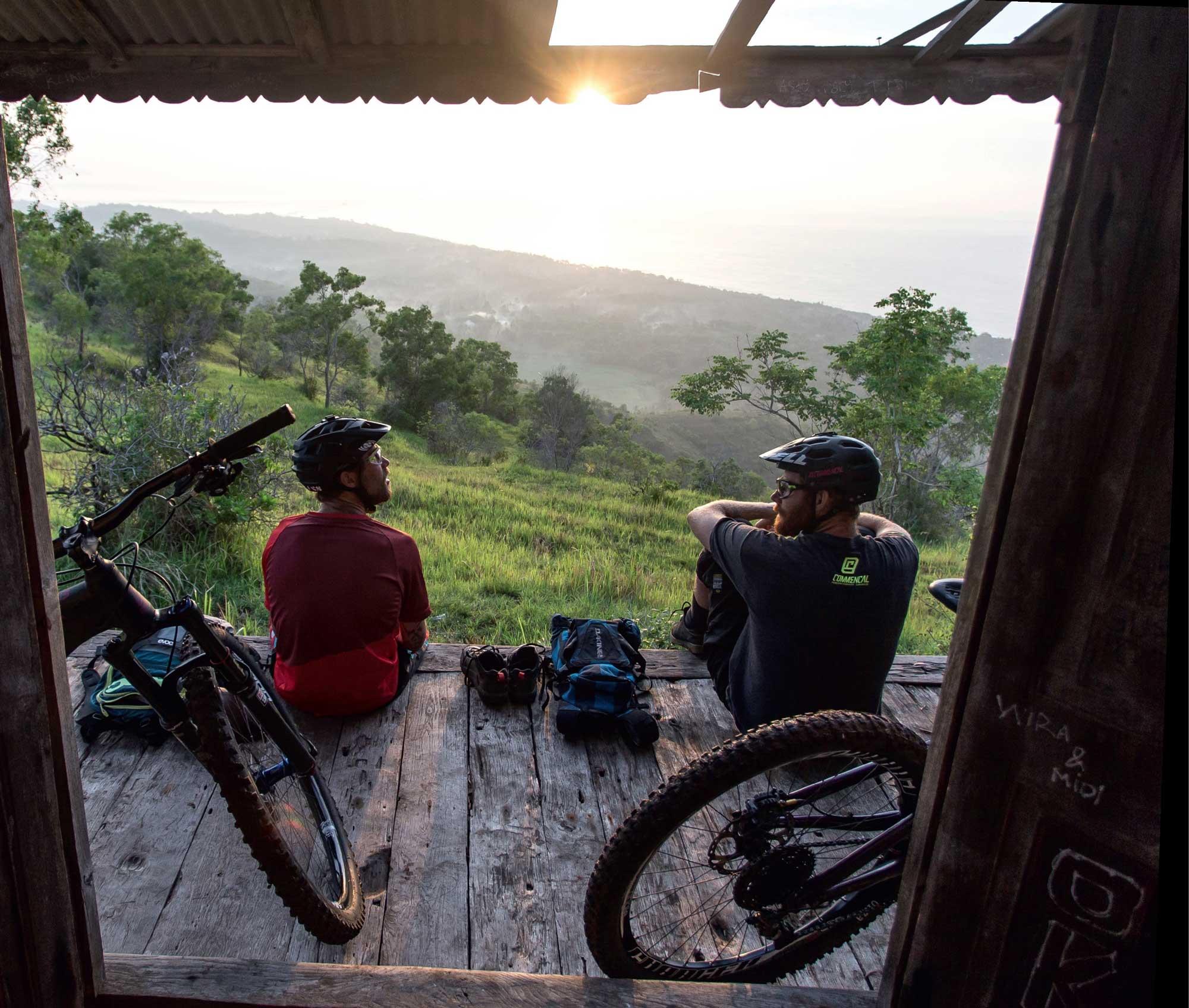 Biken im Dschungel bis zum Sonnenuntergang auf Bali