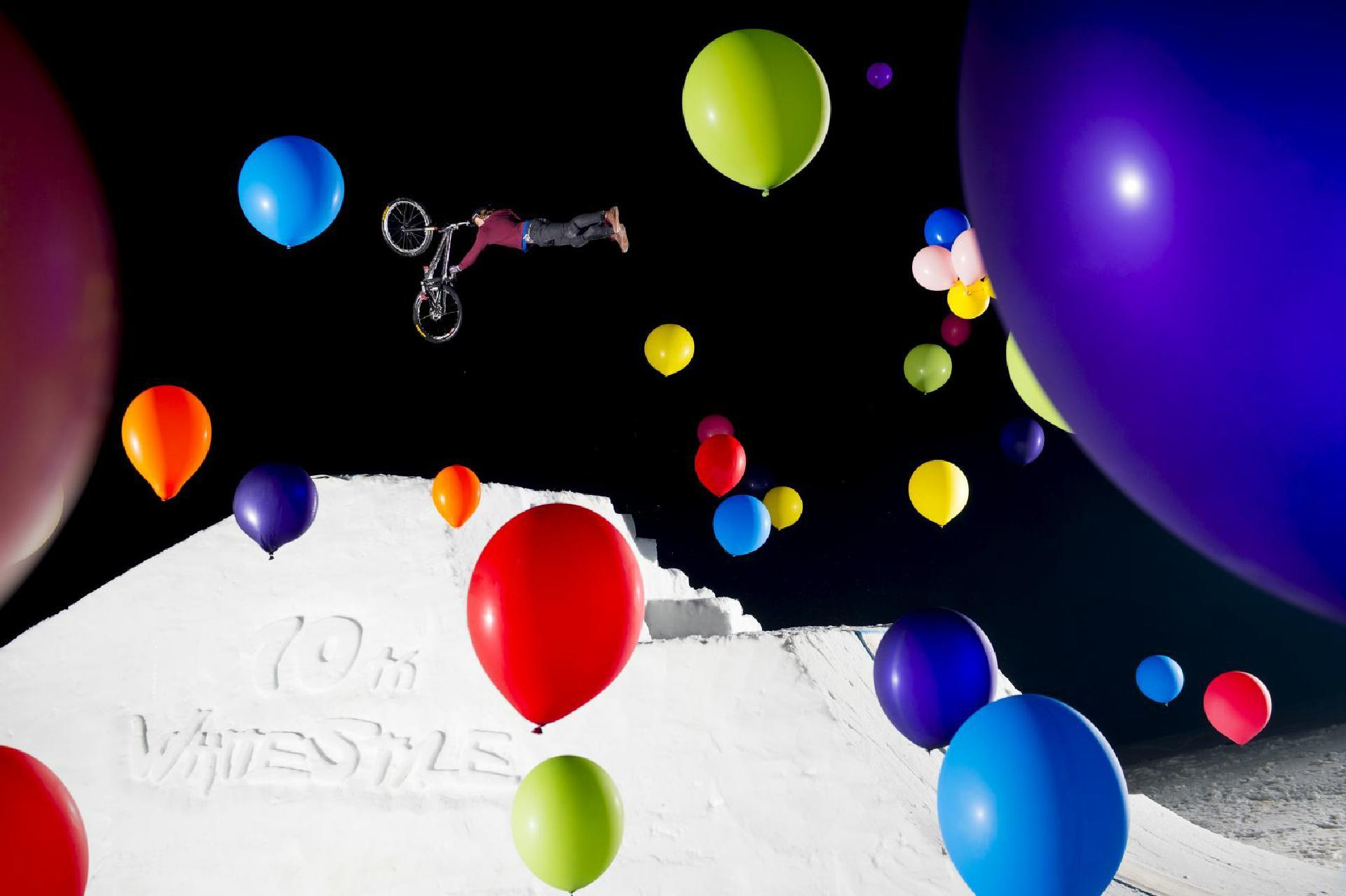 Ein Contest wie kein anderer: Balloons, Schnee & krasse Tricks beim White Style.