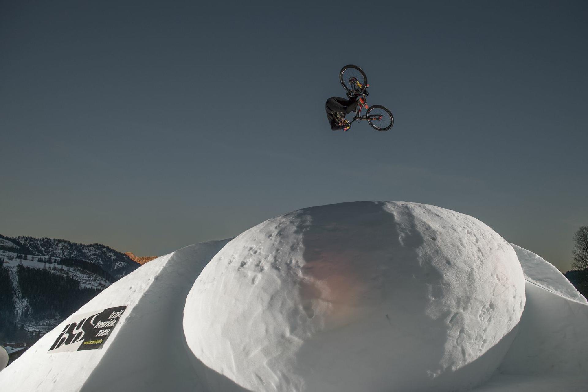 Beim White Style lassen sich die Rider keineswegs vom Schnee zurückhalten, und zeigen ihre besten Tricks!