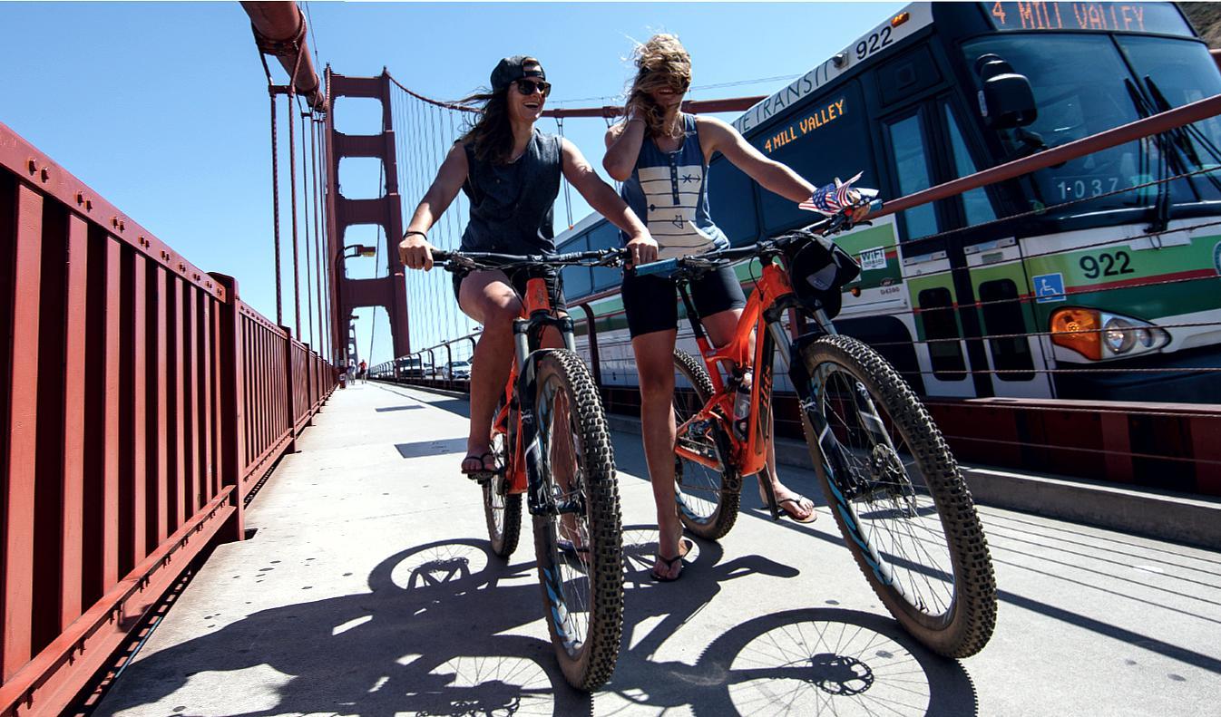 Die Golden Gate Bridge mit dem Auto überqueren? Die Gehrig-Twins bevorzugen das Bike...