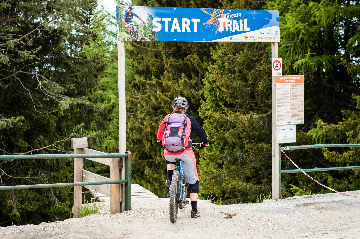 Der Carezza-Trail schlängelt sich auf 4 Kilometern Richtung Tal