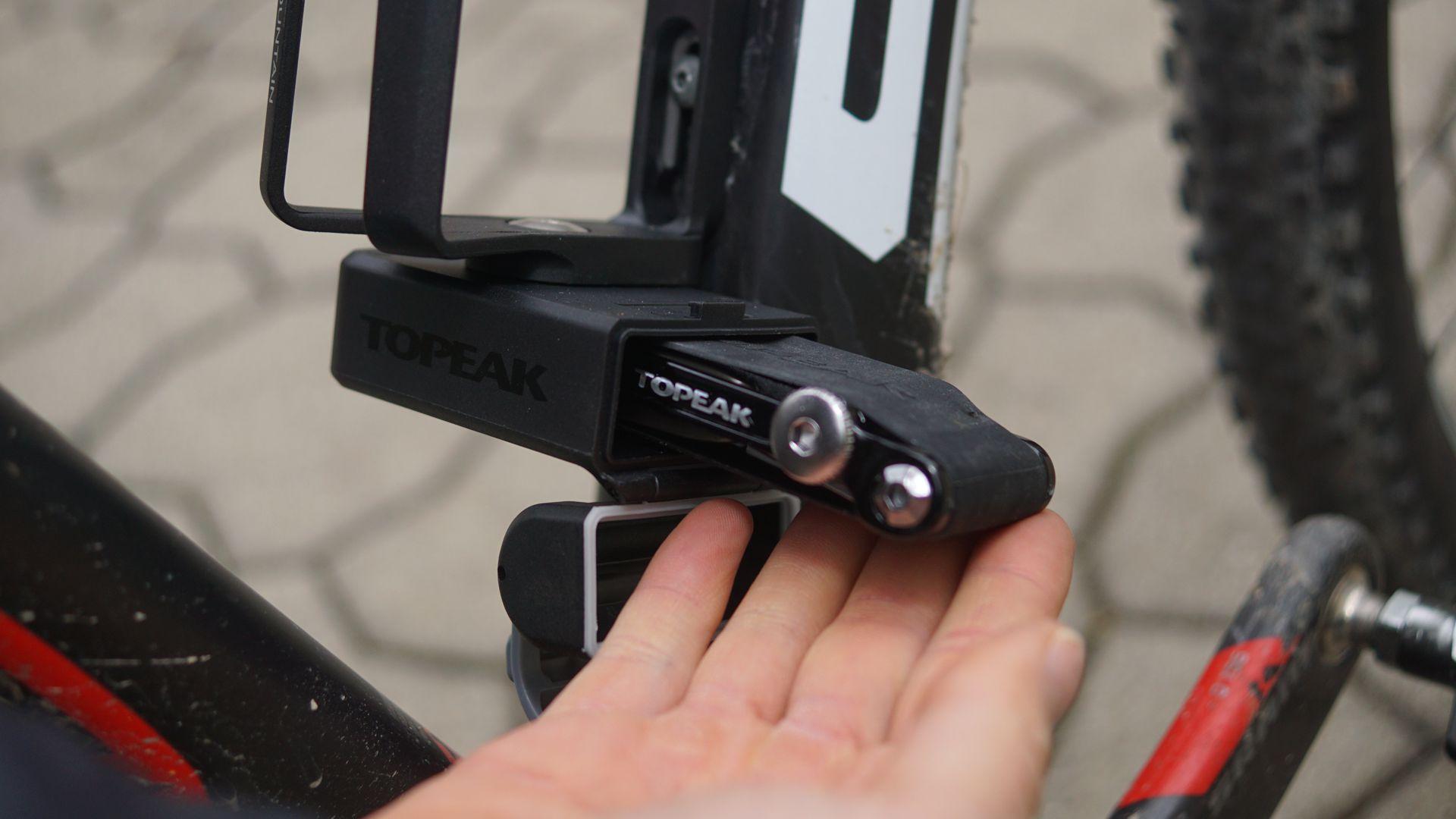 topeak-ninja-tc-mountain-flaschenhalter-tool-4
