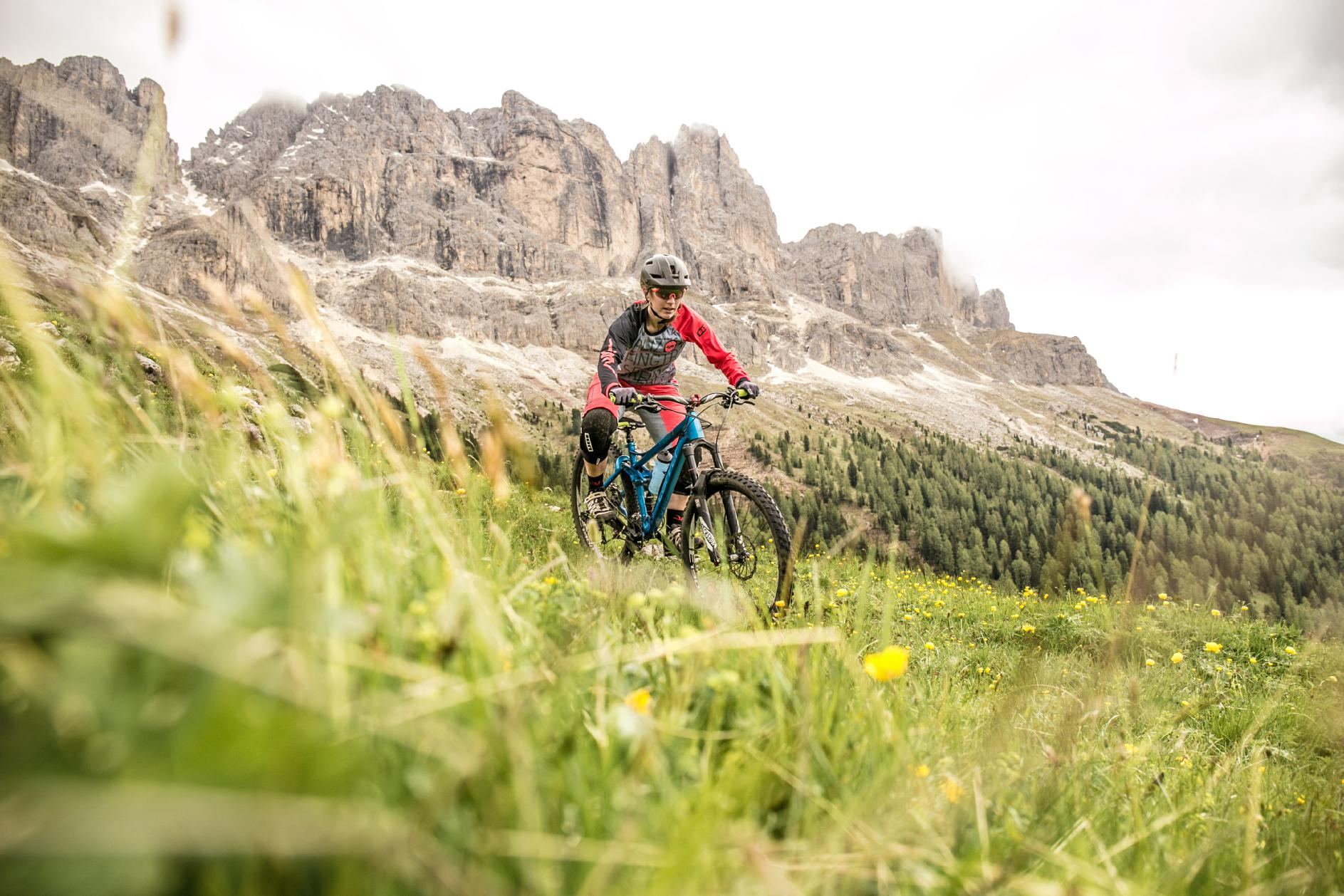 Atemberaubende Bergmassive und knackige Trails - dafür stehen die Dolomiten!