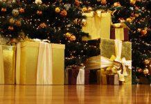 Geschenke zu Weihnachten - Foto: Rainer Sturm (pixelio.de)