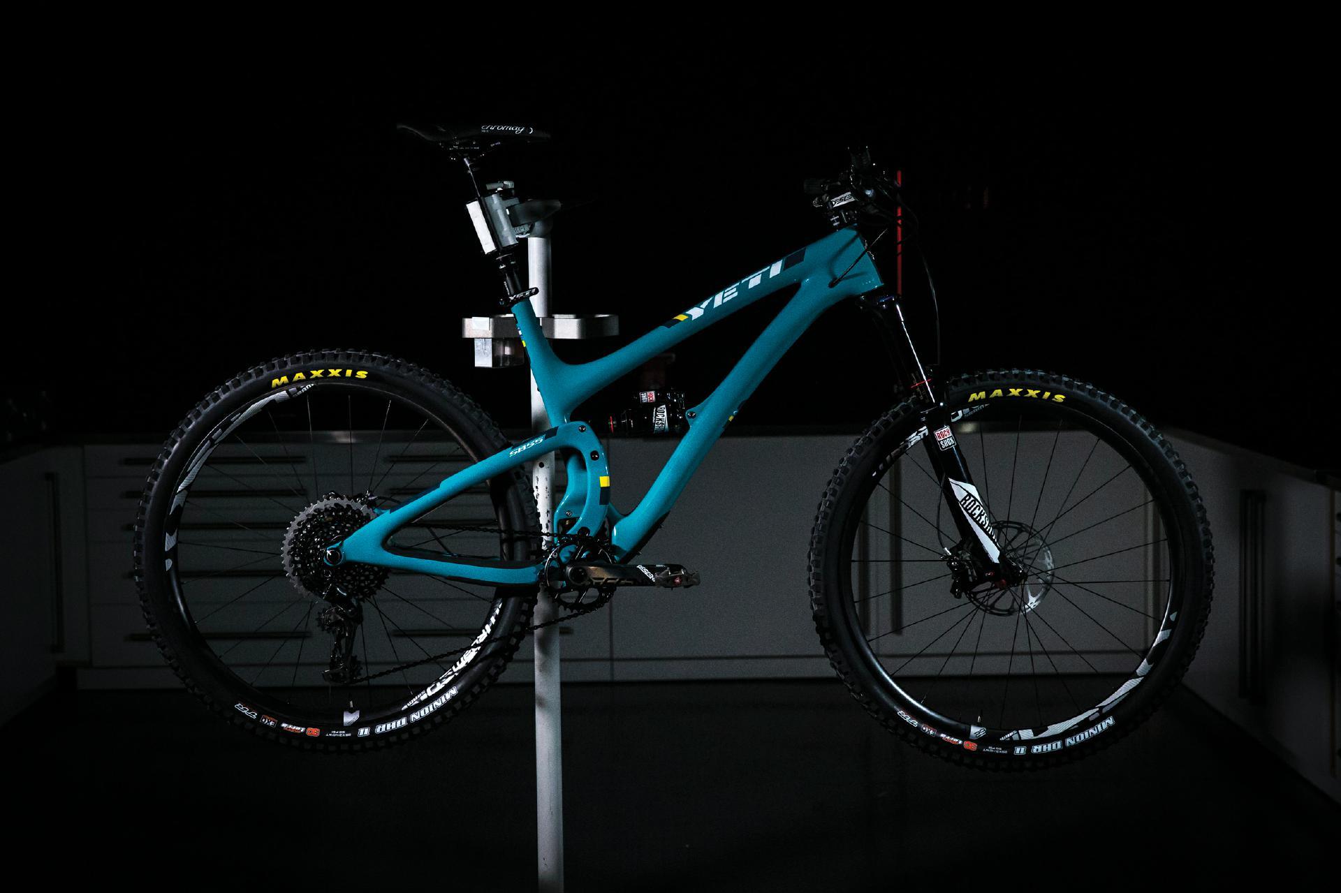 Ist mehr Carbon gleich mehr Performance? Sram ist davon überzeugt und spendiert seinen Trail-Laufrädern neue Felgen aus Carbon.