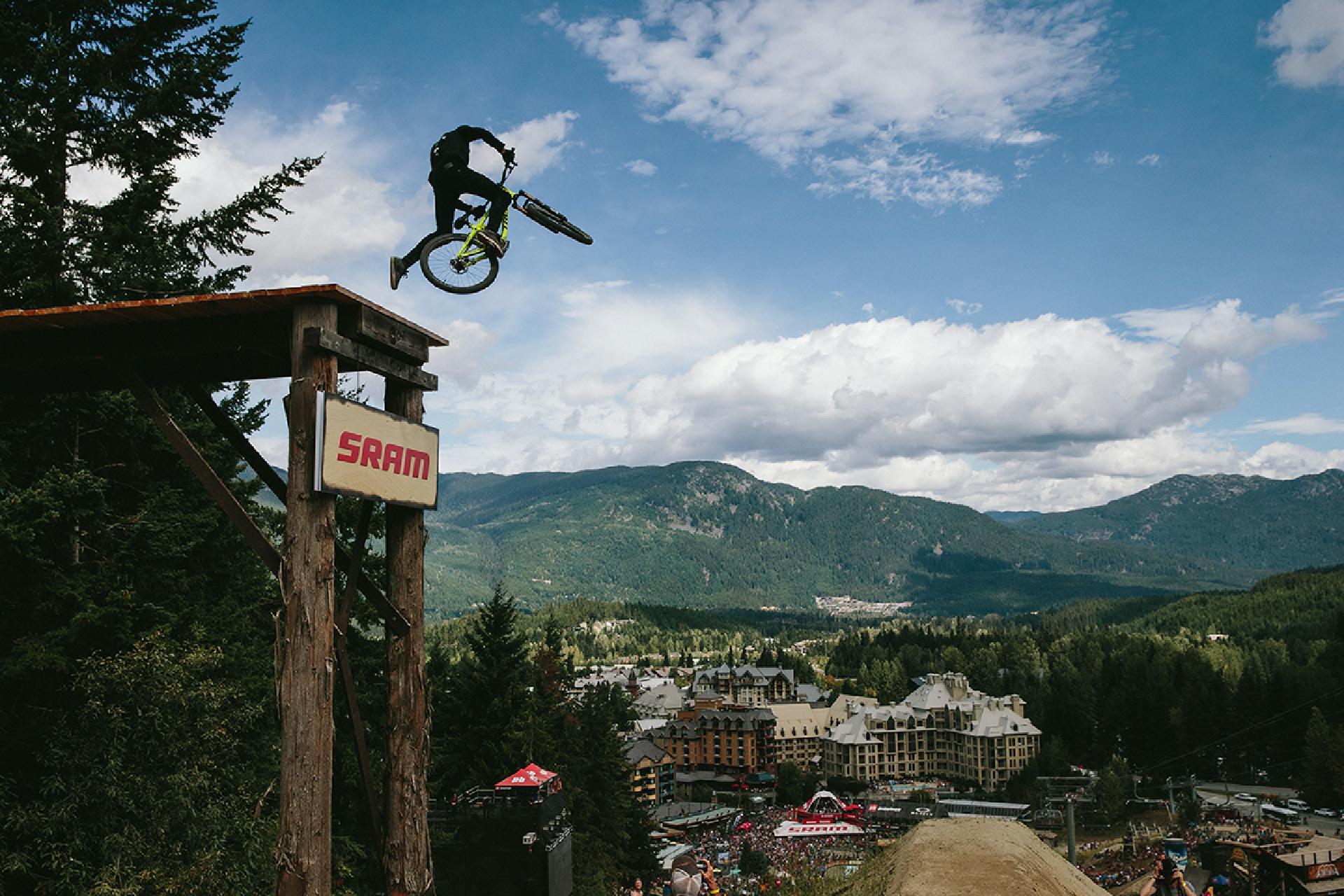 Brett Rheeder fuhr dem Team 2016 einen Sieg beim Crankworx Slopestyle in Whistler ein!
