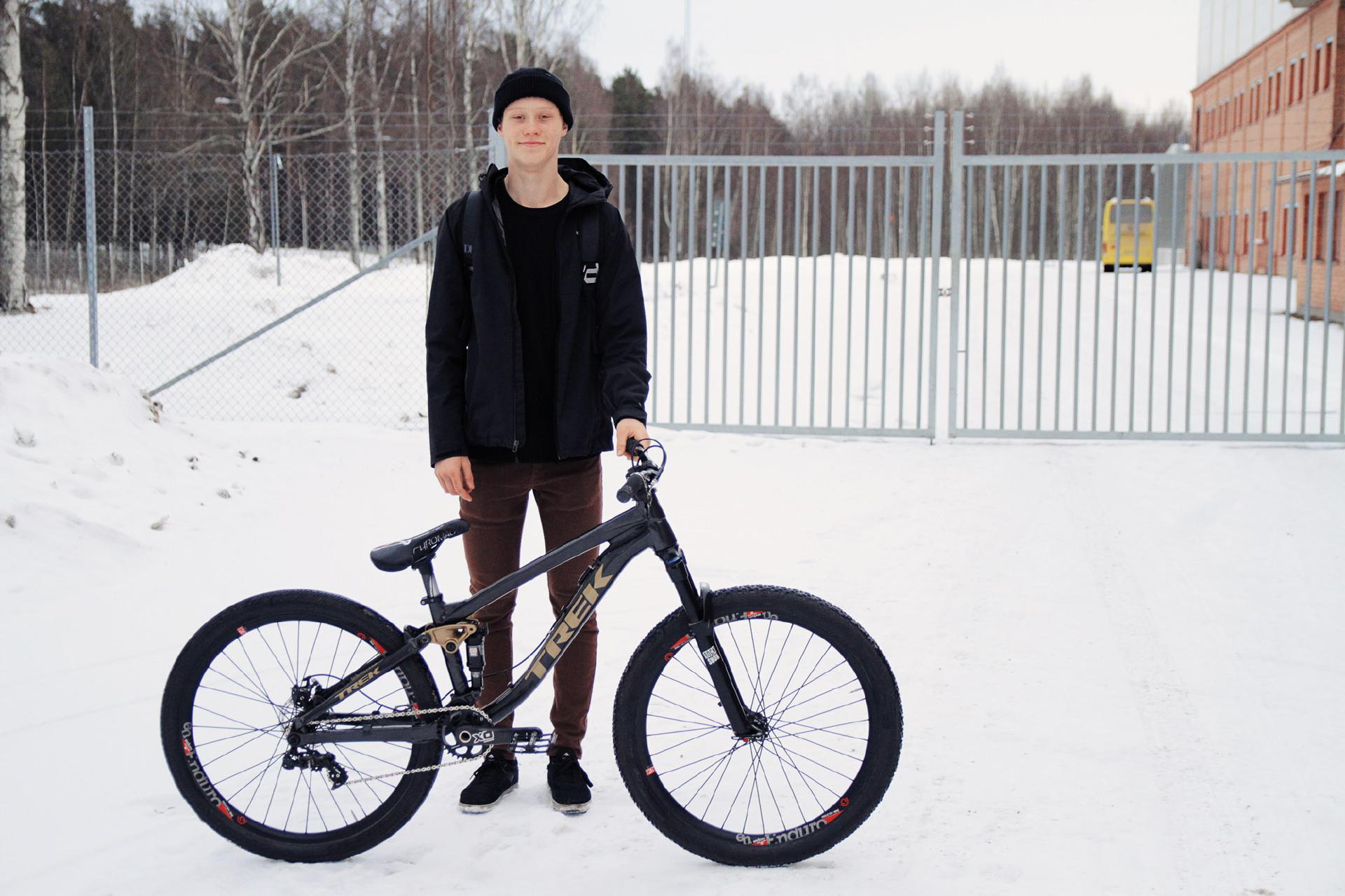 Emil Johansson ist der Neuzugang im C3 Project. Wir sind gespannt, was der erst 17 Jahre alte Schwede reißen wird auf seinem Trek Ticket!