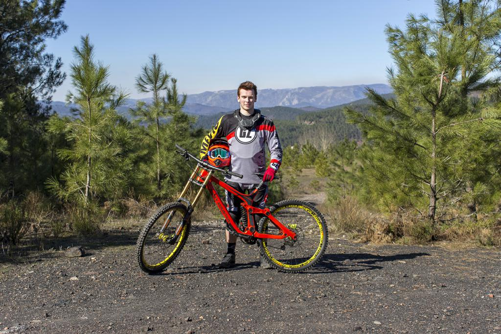 Nino Zimmermann, der Sohn des Team-Gründers Guido Zimmermann, ist ein verheißungsvolles Talent und konnte bereits im Super Gravity NRW-Cup etliche Erfolge sammeln.