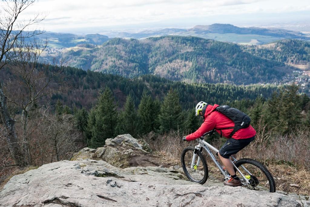 Ausnahmsweise mal nicht in den Alpen unterwegs: Harald Philipp am Kybfelsen in Freiburg.