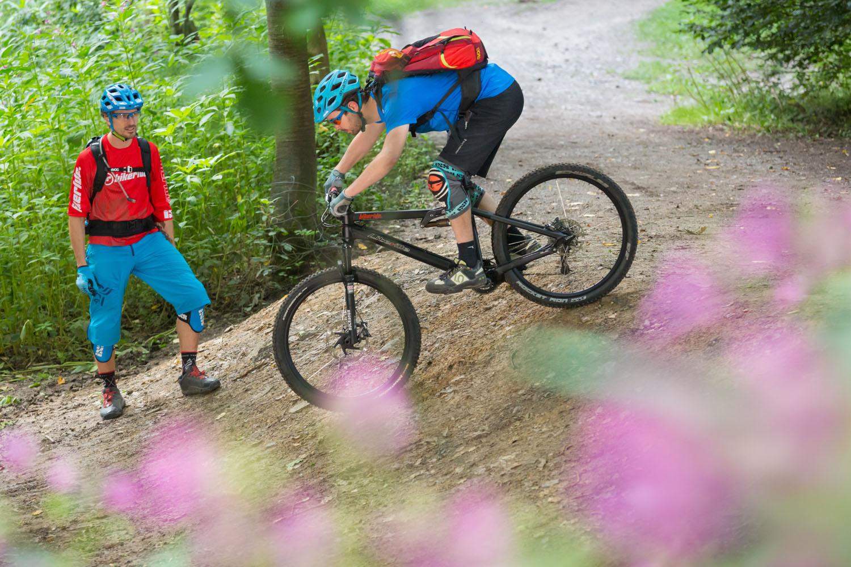 Die Mountainbikeschule Bikeride wird einen Workshop zum Thema Fahrwerkseinstellung und Tourenplanung anbieten.