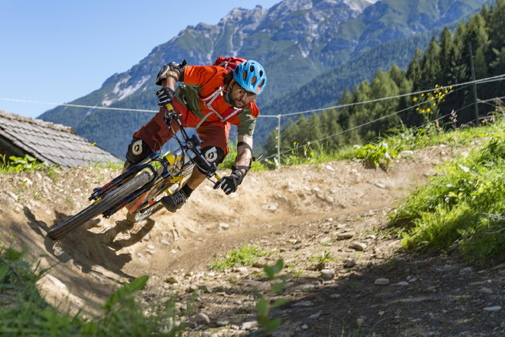 Vormittags im Bikepark Innsbruck und nachmittags auf dem EinsEinser Trail im Stubaital rocken - mit der Bike City Card so einfach wie nie zuvor.
