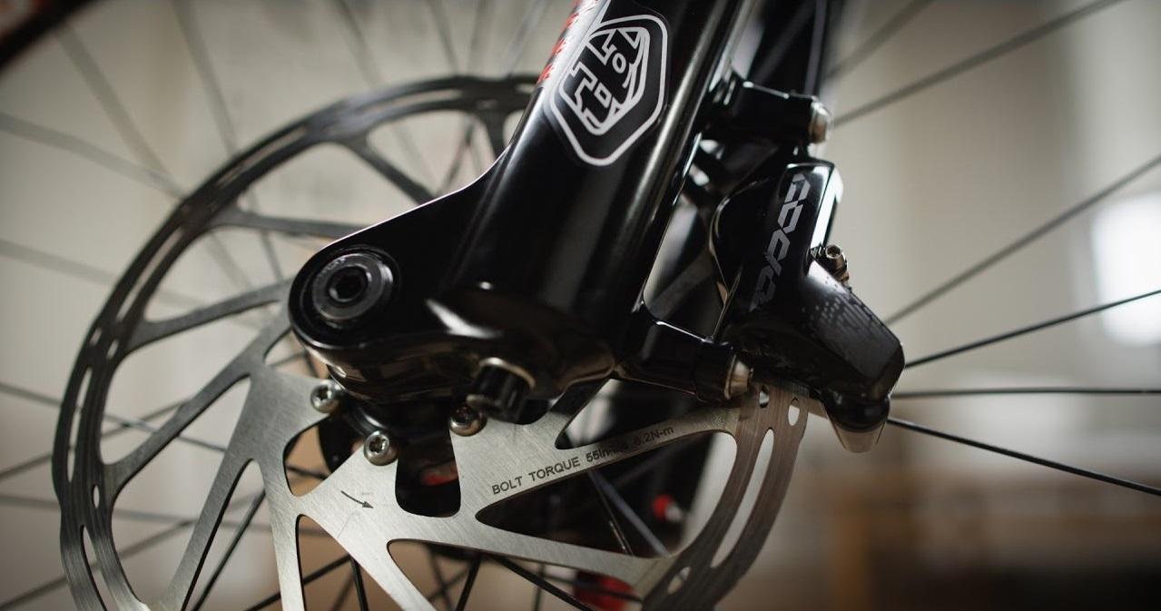 Die neue Code Scheibenbremse ist Srams neue 4-Kolbenbremse für Downhill und E-Bikes.