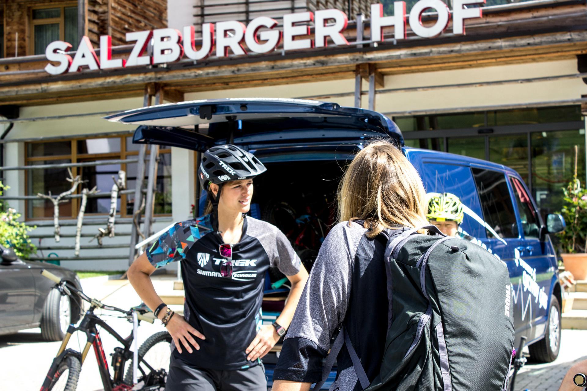 Stars der Szene wie Steffi Marth, geben ihr Wissen und ihr Fahrkönnen in Workshops in Leogang an interessierte Bikerinnen und Biker weiter.