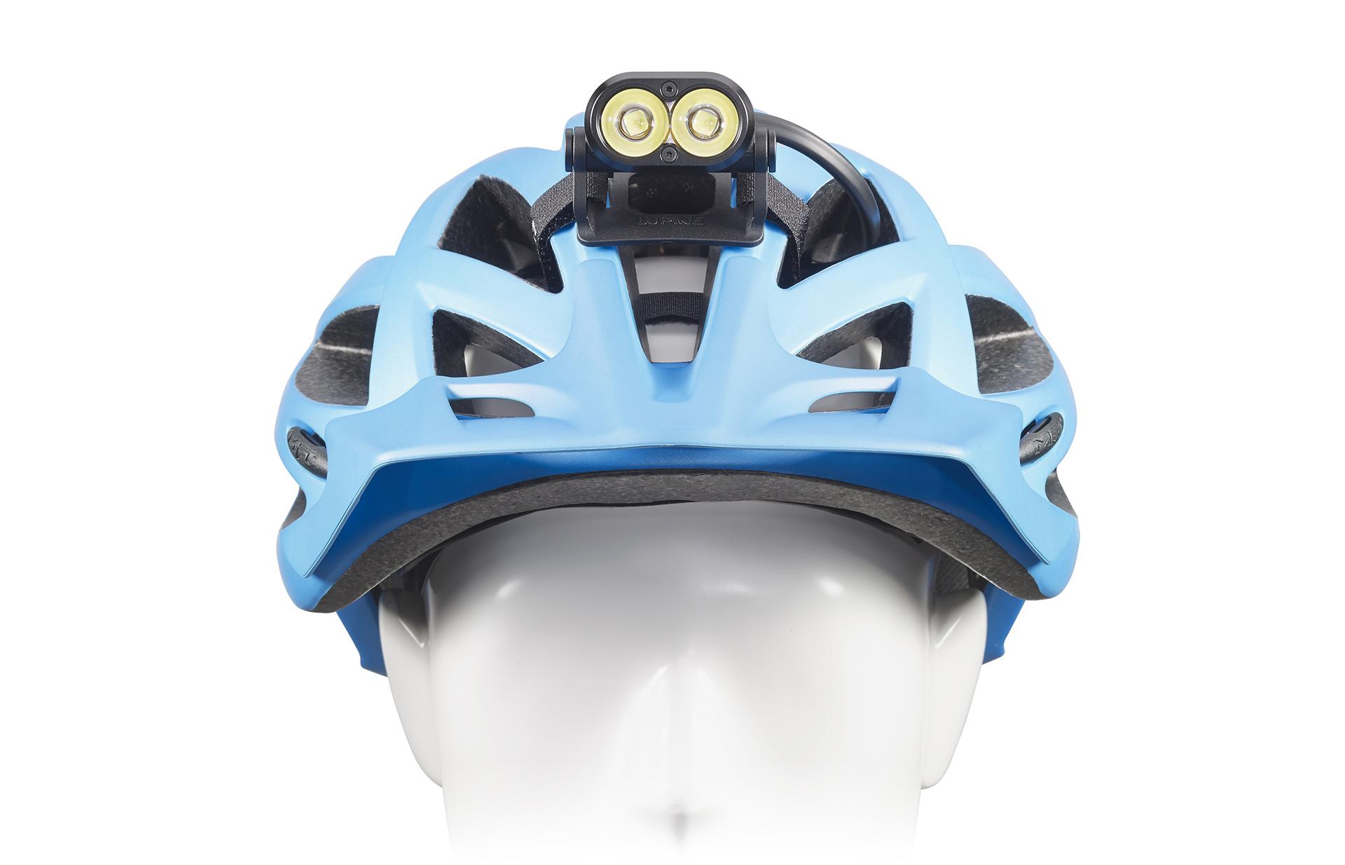 Die Lupine Piko R$ lässt sich dank diverser Befestigungsmöglichkeiten für den Lampenkopf an jedem Helm befestigen.