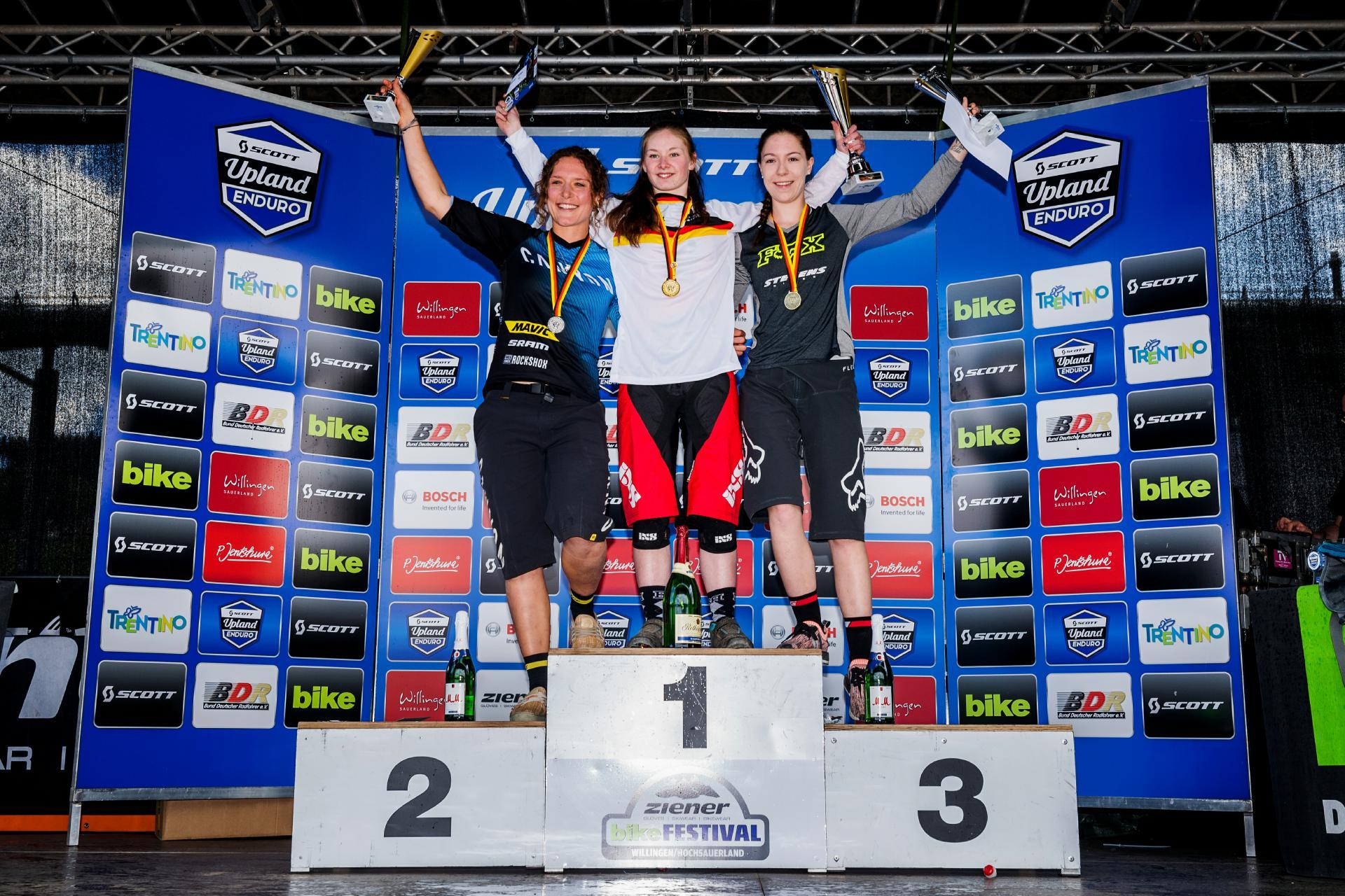 Die schnellsten drei Damen der Enduro DM: Raphaela Richter vor Ines Thoma und Veronika Brüchle.