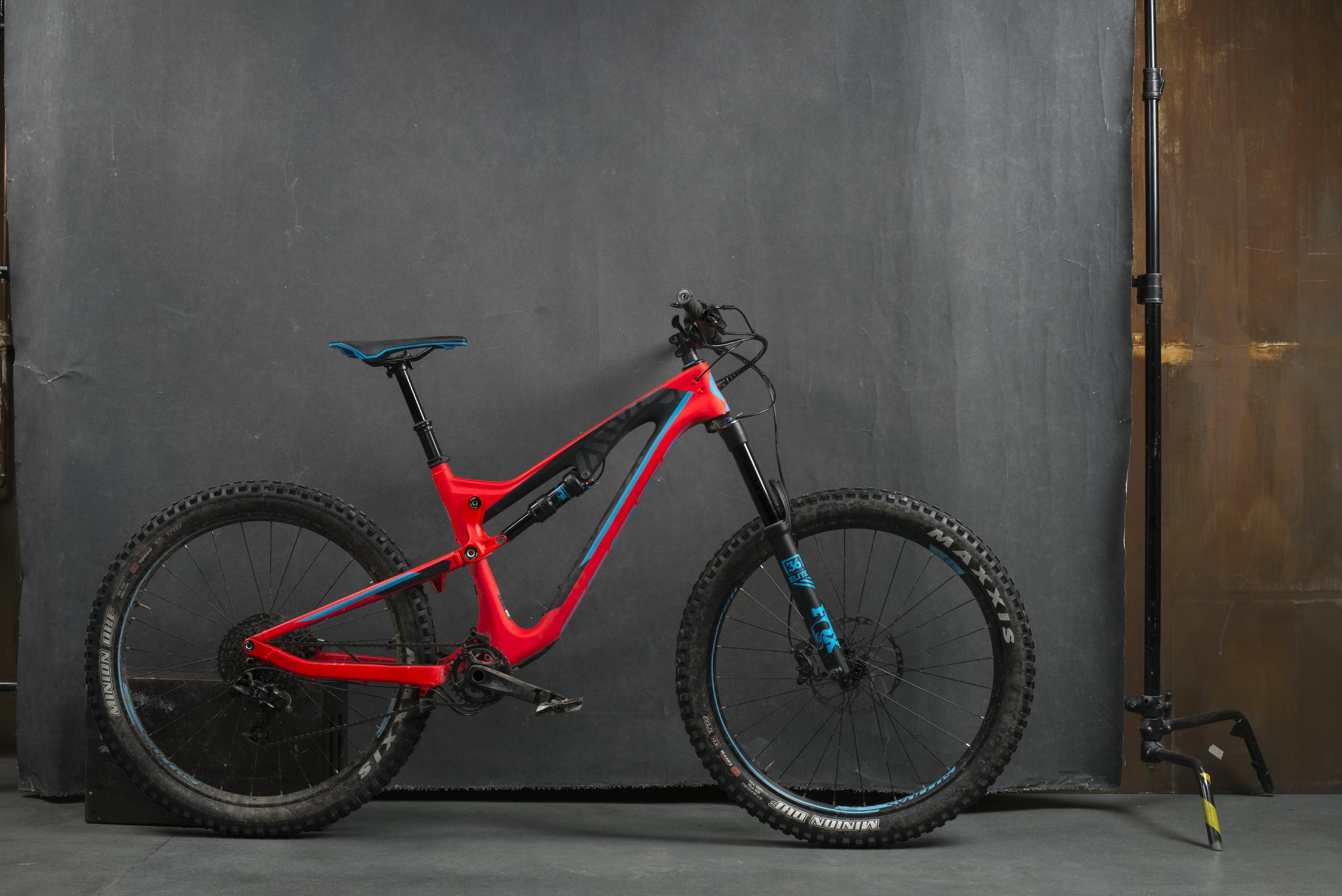 Das Scott Genius LT 710 kommt mit seinen fetten Plus-Reifen besonders potent rüber.