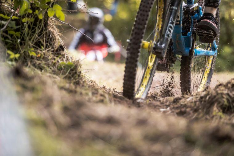 Frischer Waldboden ließ die Herzen der Racer bereits im Training höher schlagen.