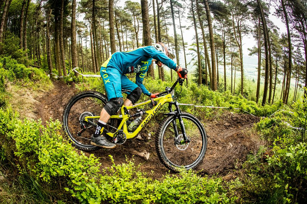 Field Testing: Das neue Hightower LT beim EWS-Lauf in Wicklow, Irland.
