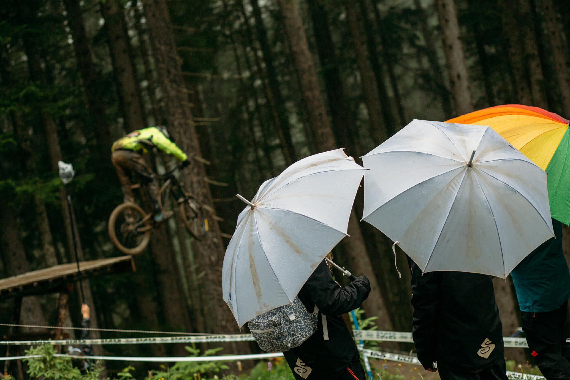 Sowohl für die Rider als auch für die Zuschauer fand das Rennen unter erschwerten Bedingungen statt.