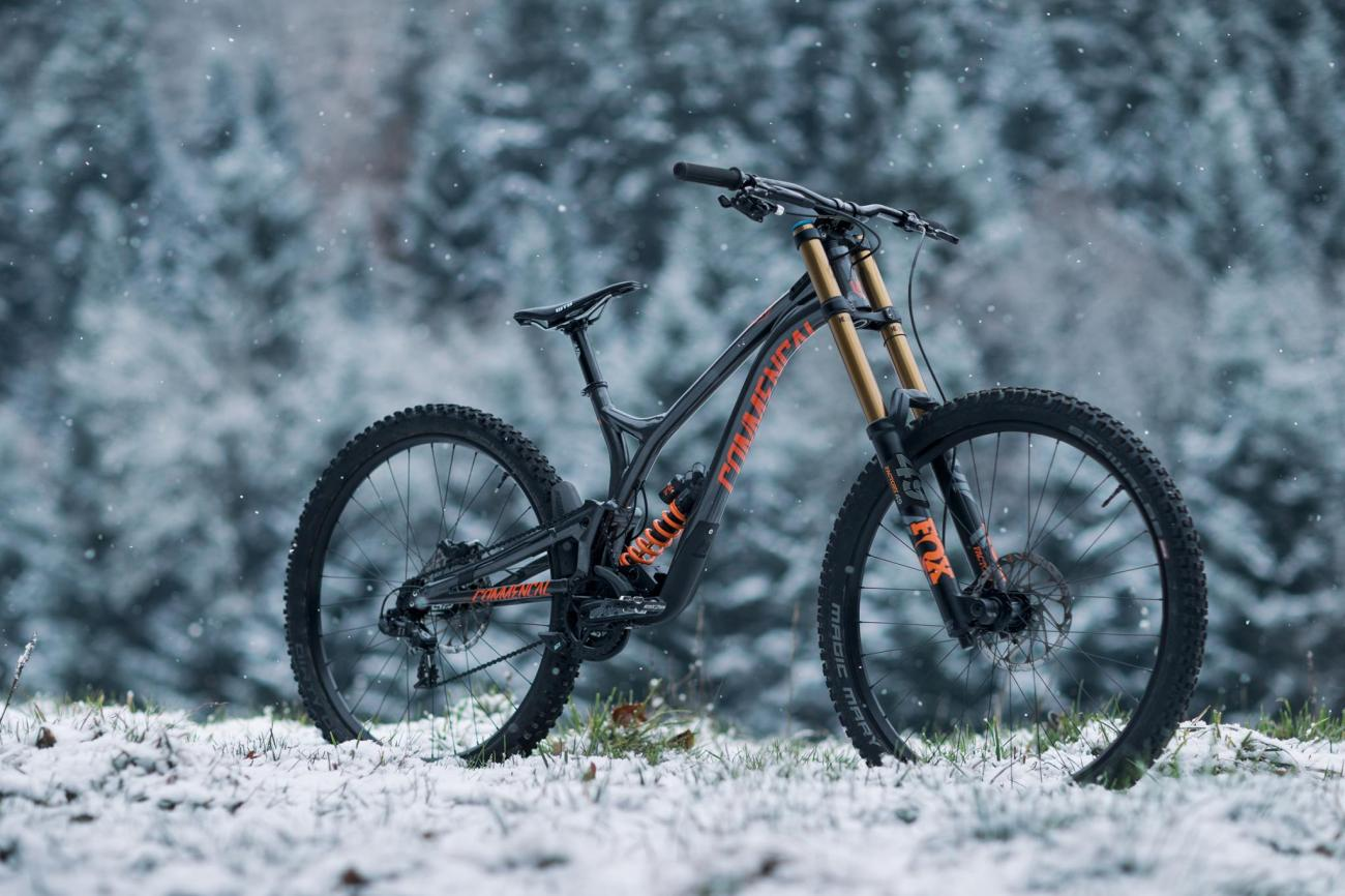 commencal supreme dh 29 neue 29er rennmaschine f r 2018. Black Bedroom Furniture Sets. Home Design Ideas